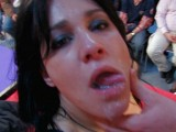 Vidéo porno mobile : Erotic show of Besançon: Shannya fucks in public!